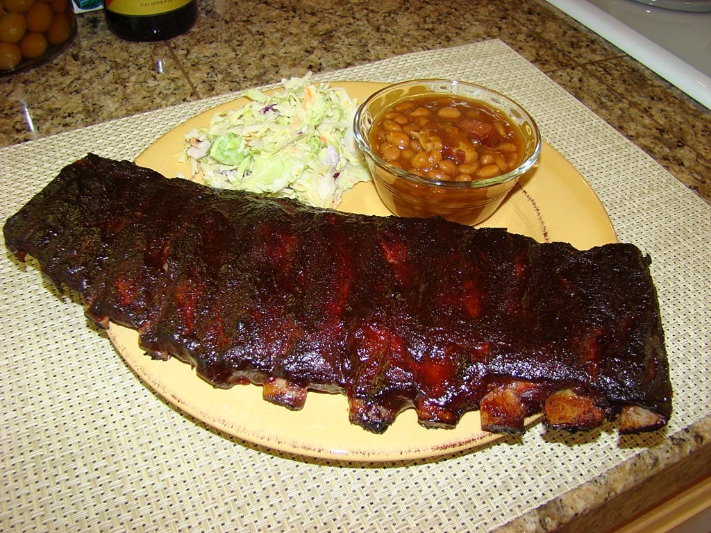 Sugarless Texas Sprinkle spareribs with cole slaw and baked beans