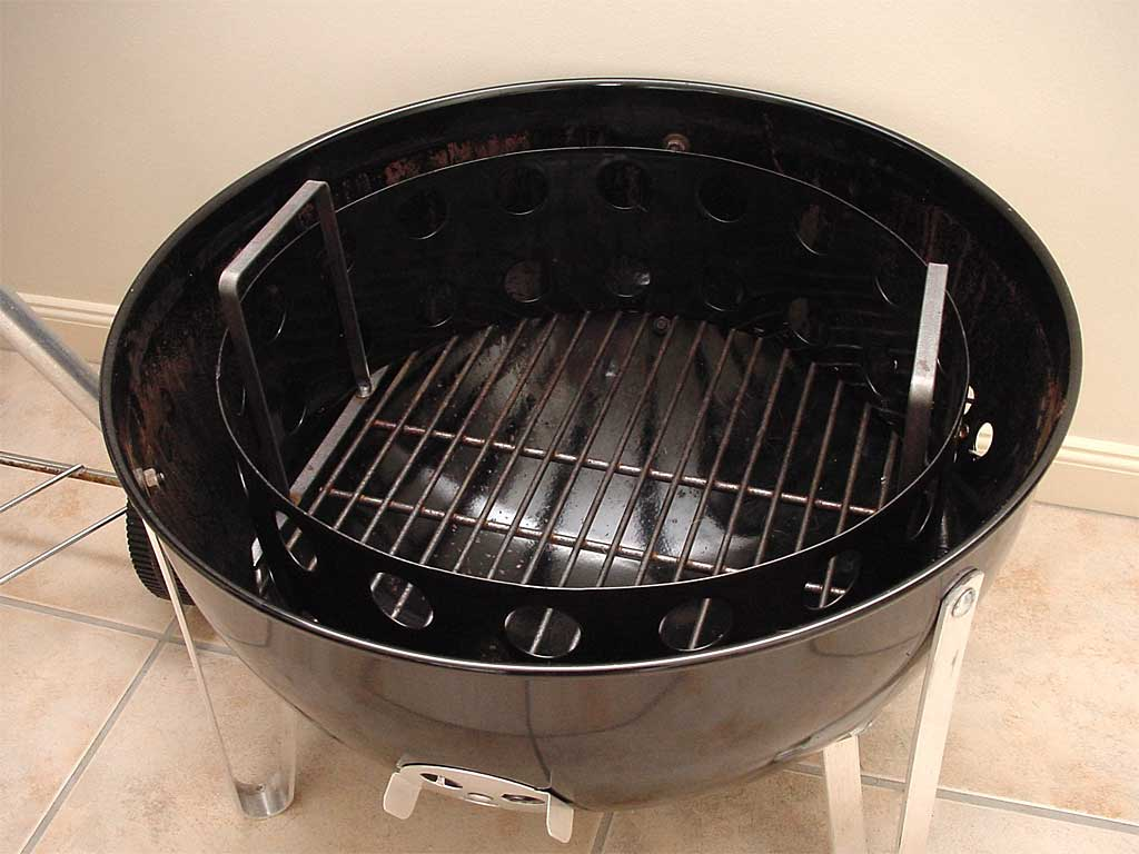 3-in-1 grate and chamber inside charcoal bowl