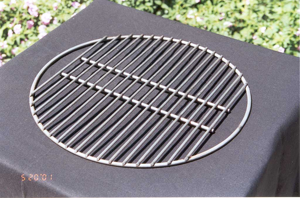 Charcoal grate with gaps