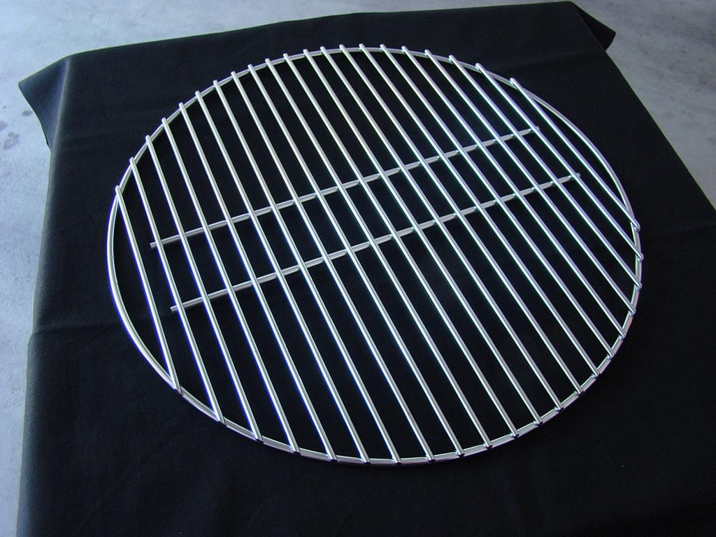 Bottom cooking grate