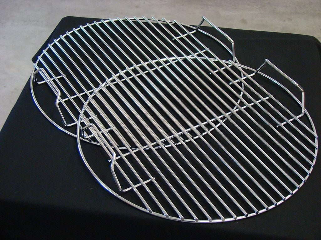 Top and bottom cooking grates