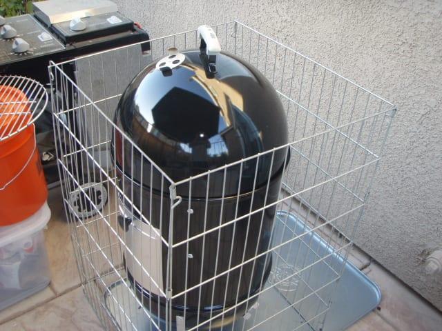 Four-sided dog enclosure