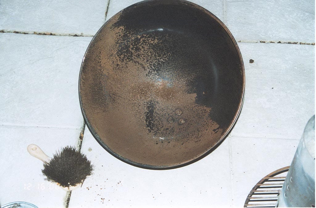 Lid with rust-colored residue before washing