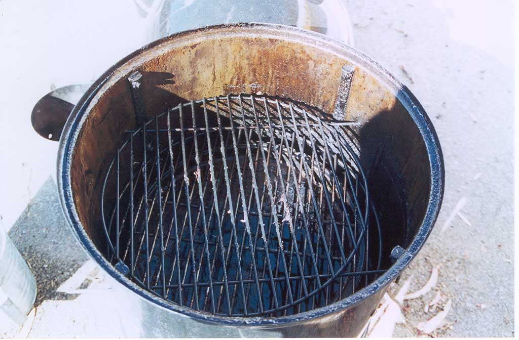 Mid-mounted cooking grate