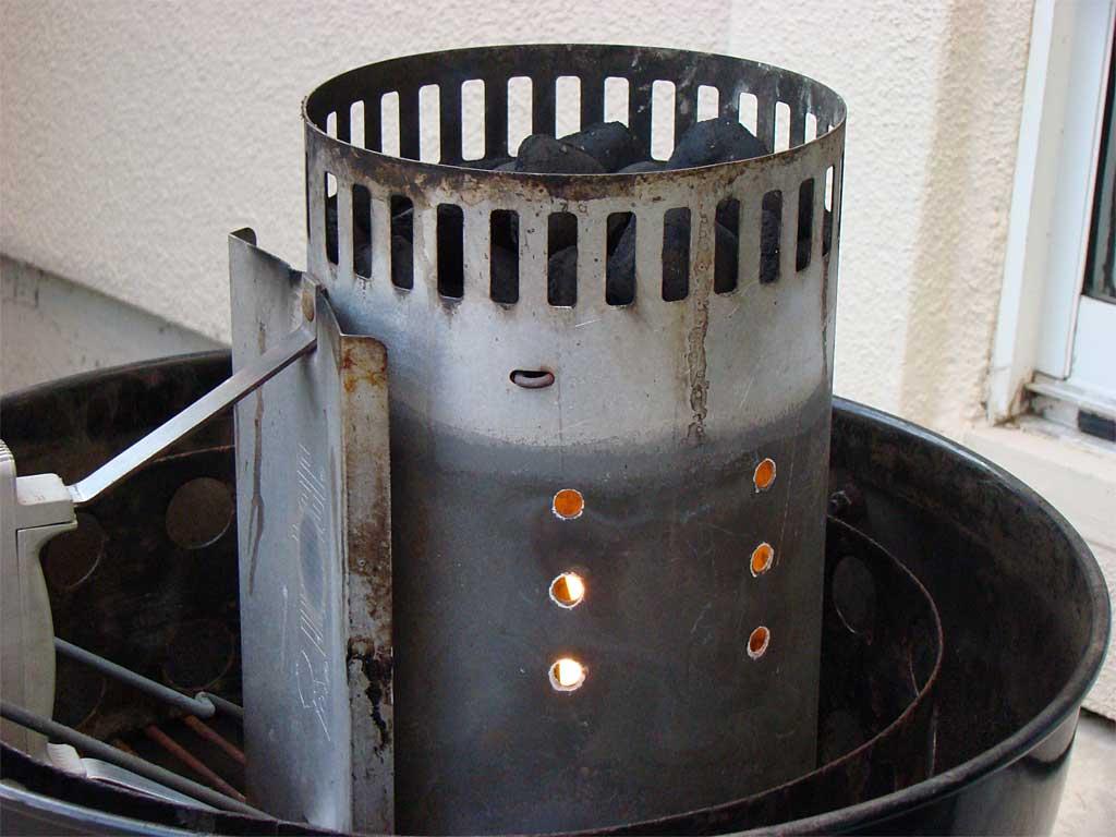 Upside down chimney starter