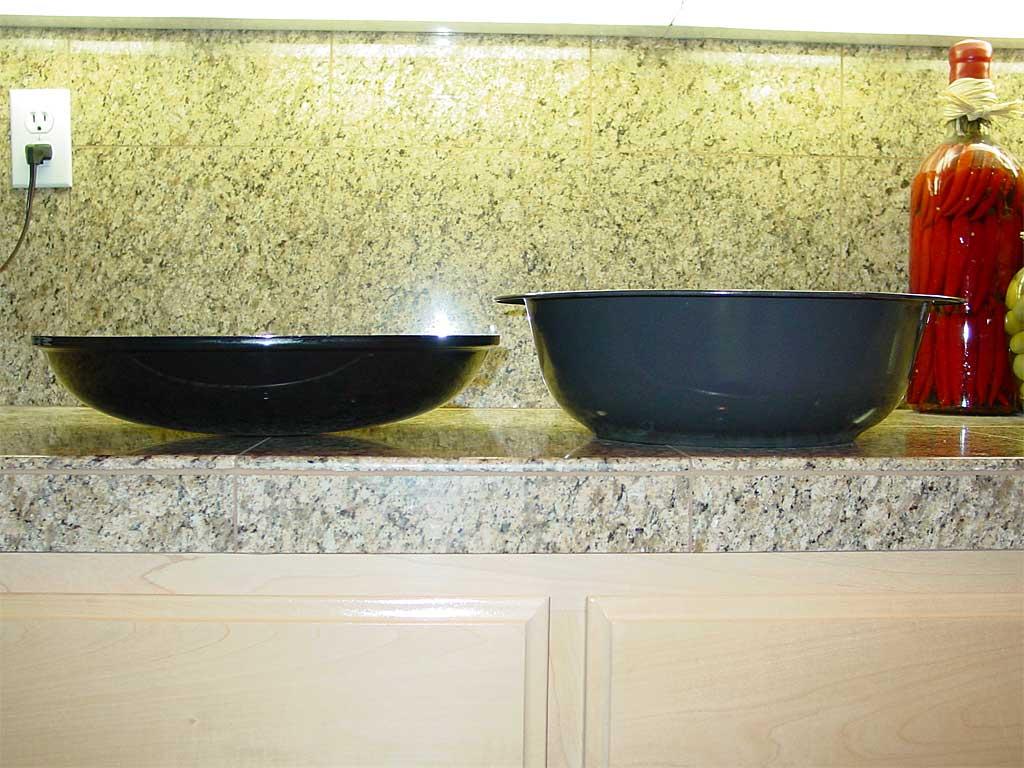 Side view of WSM water pan next to Brinkman charcoal pan