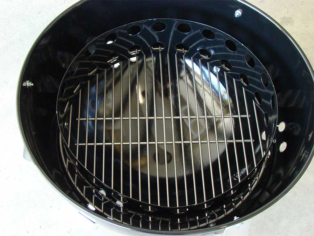 Charcoal grate and charcoal chamber placed inside bowl