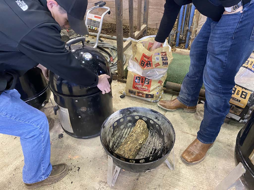 Placing a split oak log into the WSM charcoal chamber instead of wood chunks