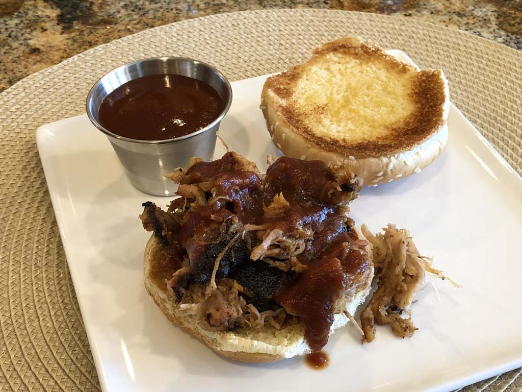 Pulled pork sandwich with sauce